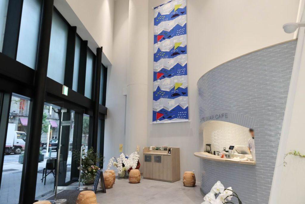 WHITE BEAR CAFE ファミリア神戸本店1階