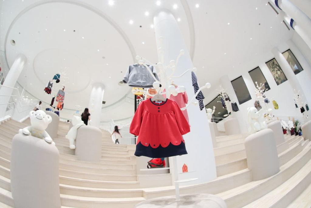 ファミリア神戸本店のエントランス
