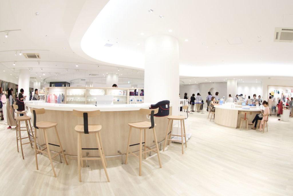 ファミリア 神戸本店 二階