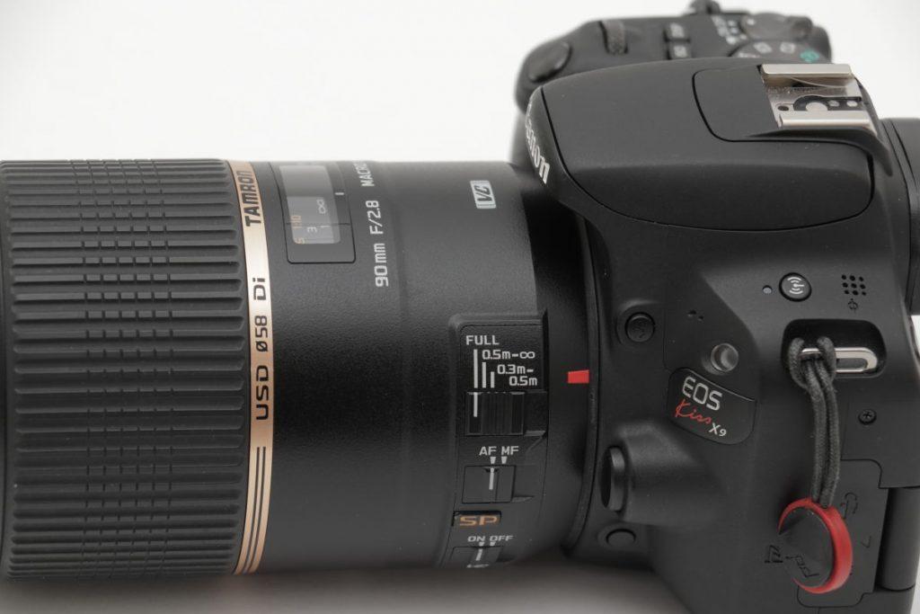 タムロン SP 90mm F2.8 Di MACRO 1:1 VC USD F004E 外観 側面のスイッチ