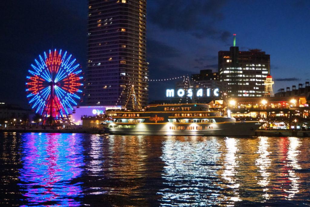 遊覧船コンチェルトとumieモザイクの夜景