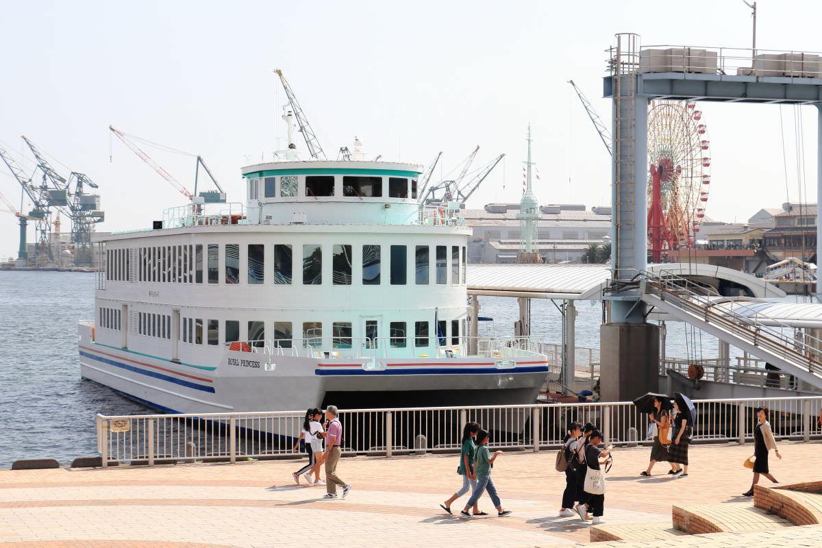 ロイヤルプリンセスクルーズ 神戸港の遊覧船