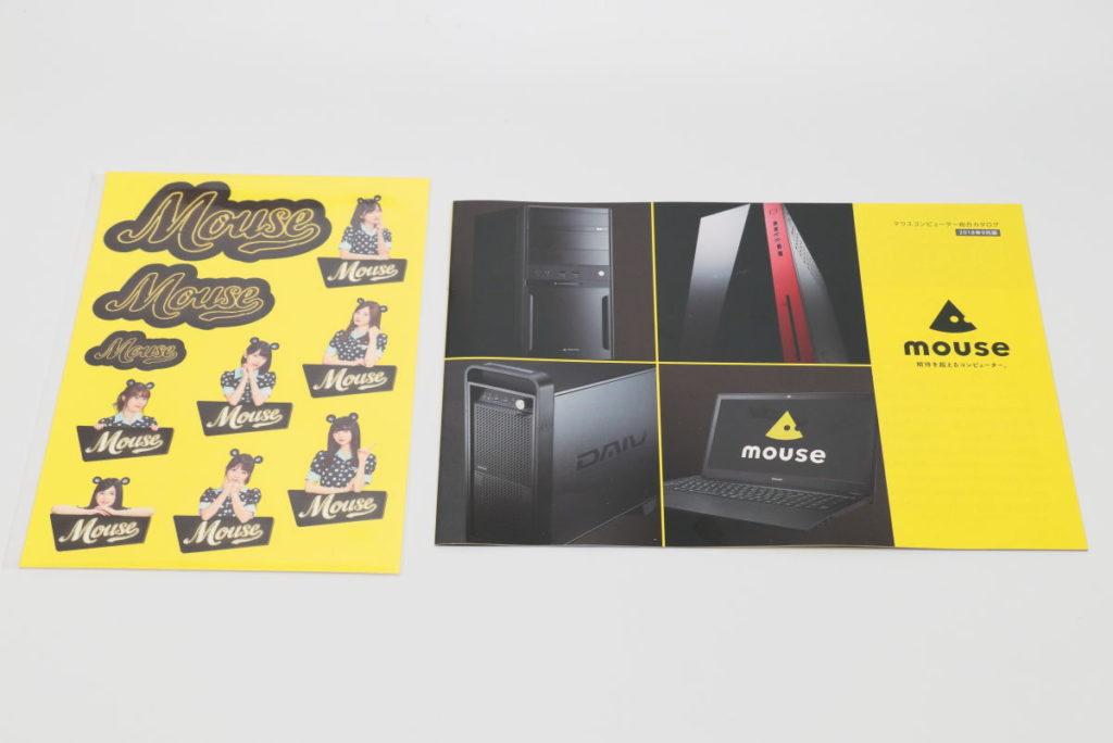 Mouse Dinerでもらえる乃木坂46限定ステッカーとマウスコンピューターのカタログ
