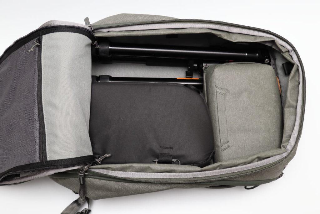 トラベルバックパック45Lのパッキング例