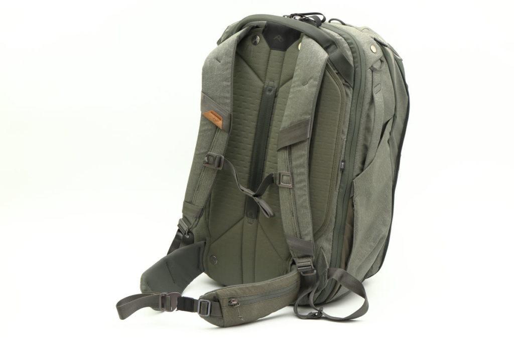 ピークデザインのトラベルバックパック45L 胸ベルト 腰ベルト
