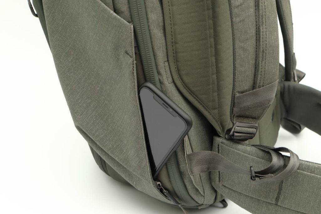 トラベルバックパック45Lの隠しポケット