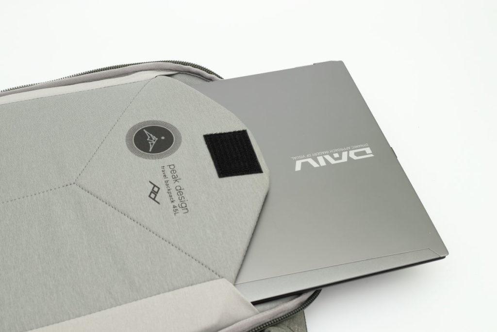 パソコン収納ポケットピークデザインのトラベルバックパック45L