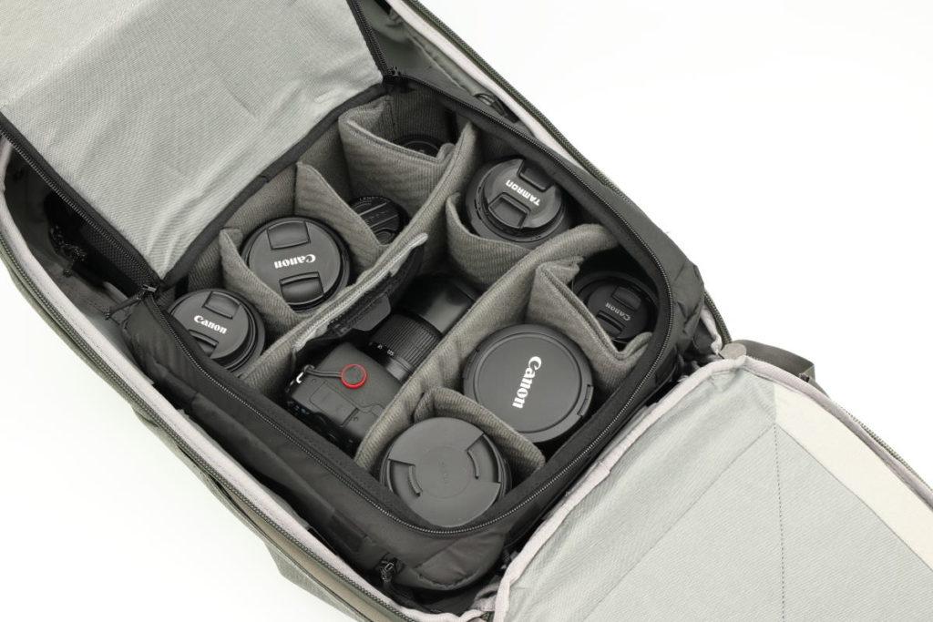 カメラキューブMとトラベルバックパック45L