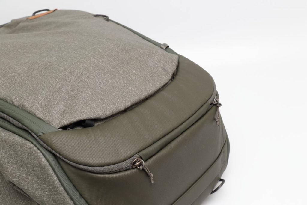 トラベルバックパック45L用レインカバー「レインフライ」収納イメージ