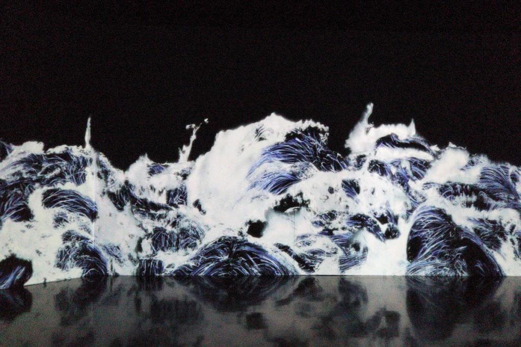 チームラボ ボーダーレス デジタルアート展示作品