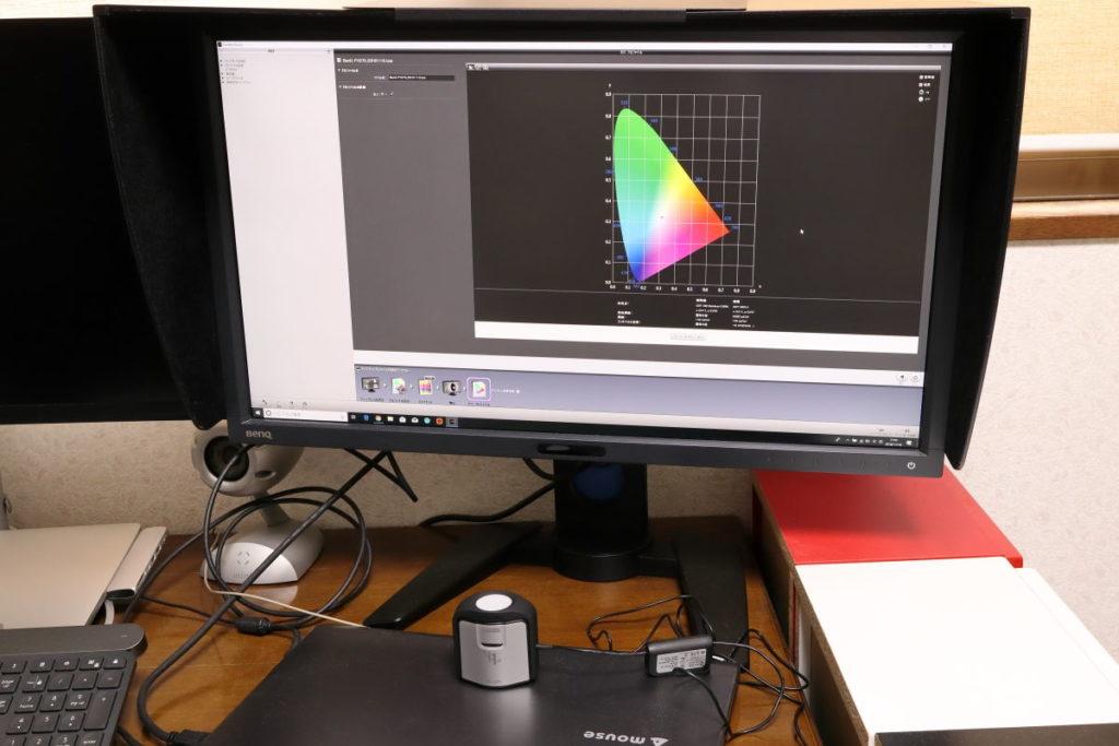 Palette MasterでBenQ PV270をハードウェアキャリブレーションする様子