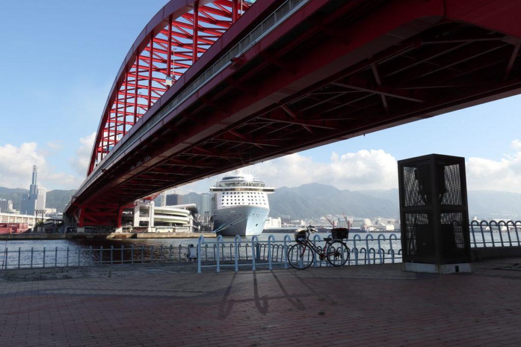 RAW現像前の橋が暗い写真