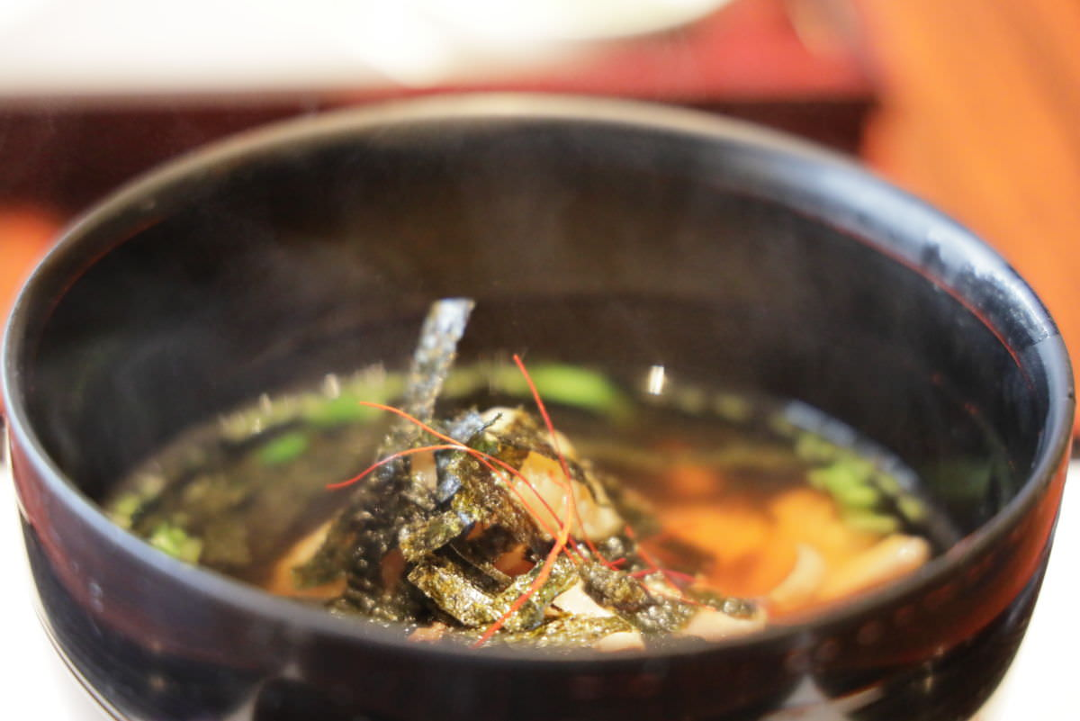 菊水茶廊 若鶏と焼きおにぎりの和風出し茶漬け 和菓子添え