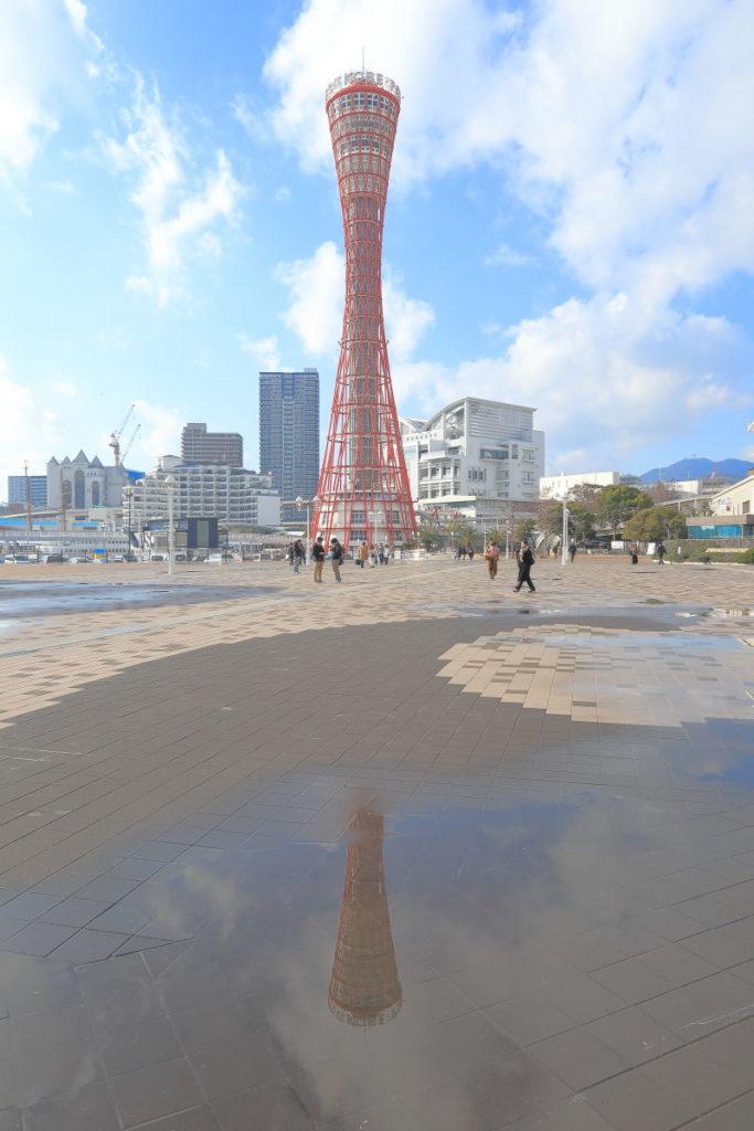 水たまりのポートタワー