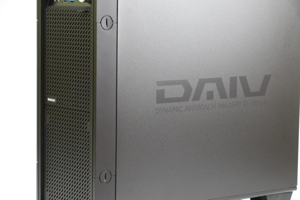 パソコン側面のDAIVのロゴ