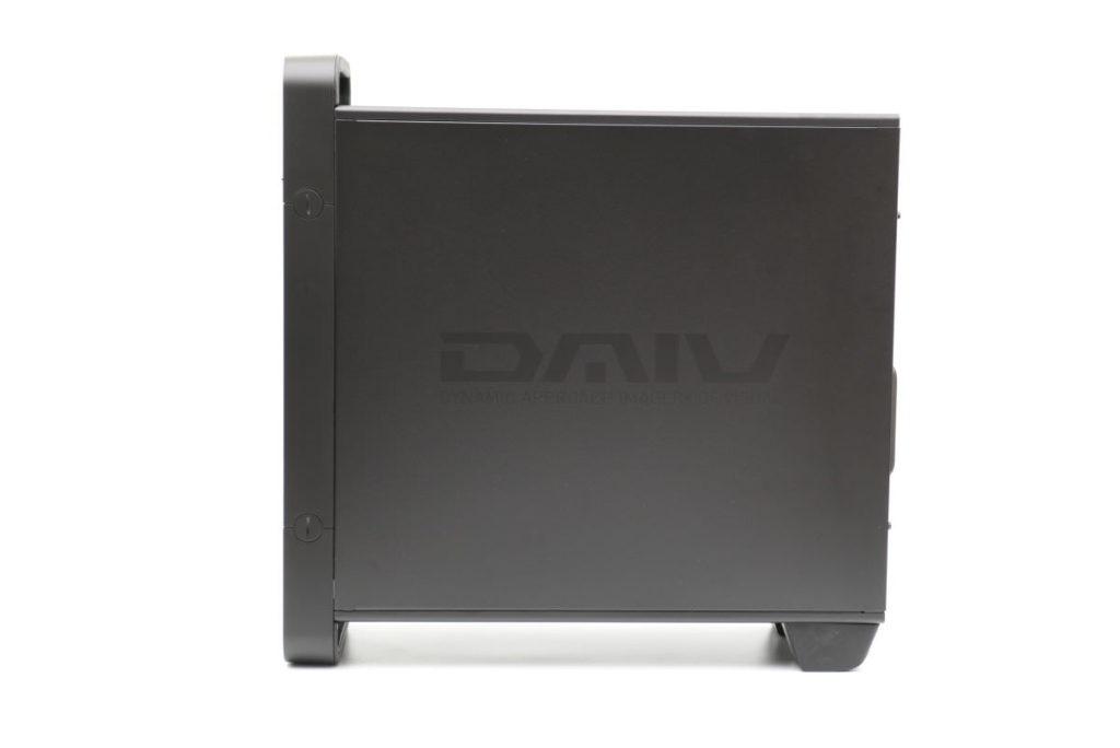 横から見たDAIVデスクトップパソコン