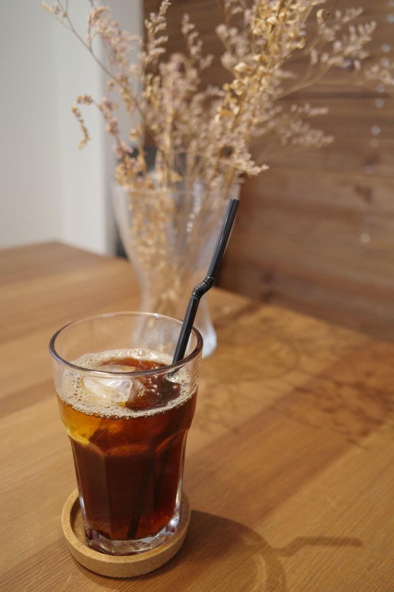 リコーGR3作例写真 カフェでアイスコーヒー