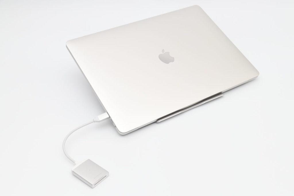Satechi UHS-II対応SDカードリーダーとMacBook Pro