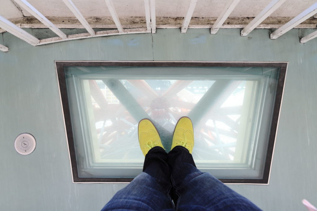 ポートタワーの透明の床