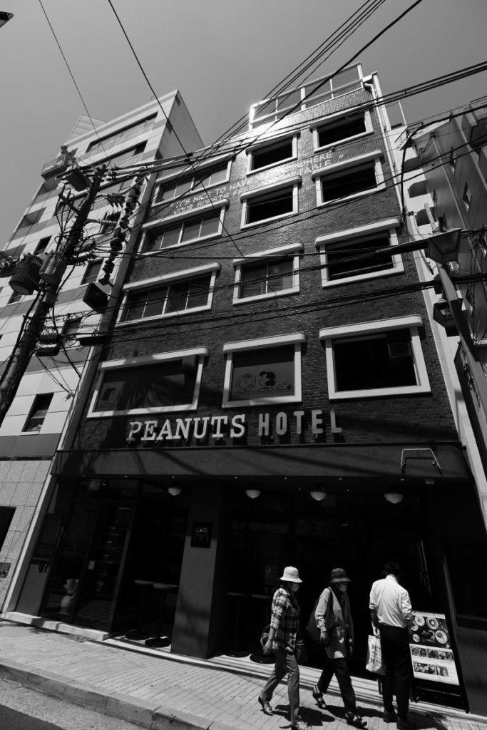 モノクロスナップ ホテルの建物