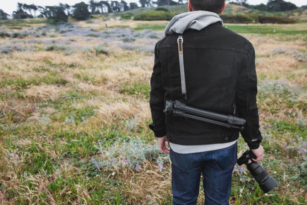別売りのカメラストラップを三脚ストラップとして利用可能