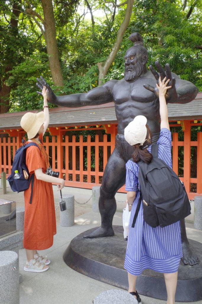 住吉神社の古代力士像