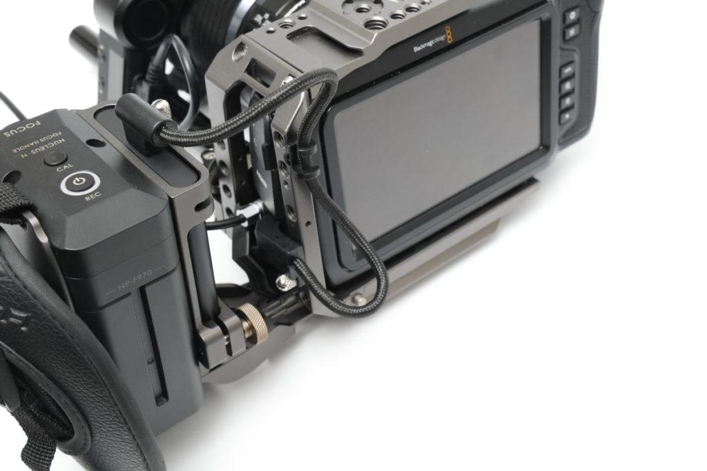 TILTA サイドフォーカスハンドル SSD T5とソニーF970バッテリー
