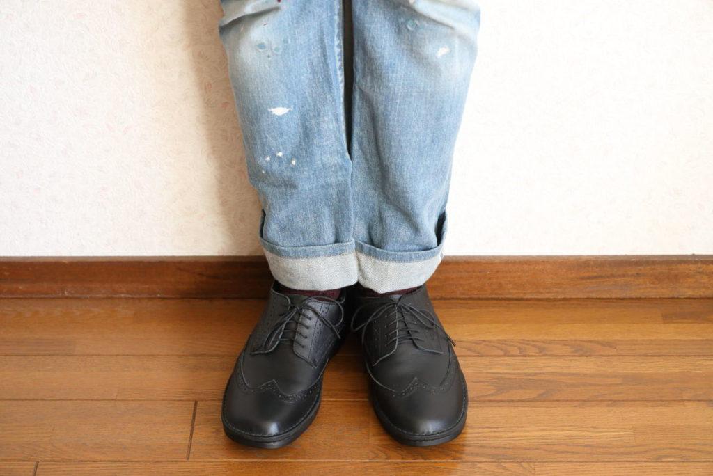INCHOLJE 紳士用革靴 ウイングチップ 黒色 ブラック 着用イメージ