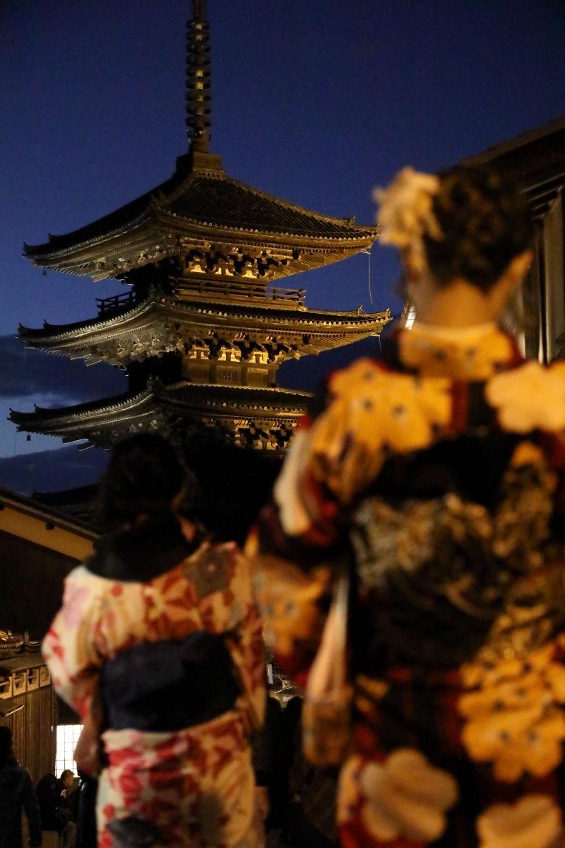 京都 八坂の塔(法観寺) 夕暮れ