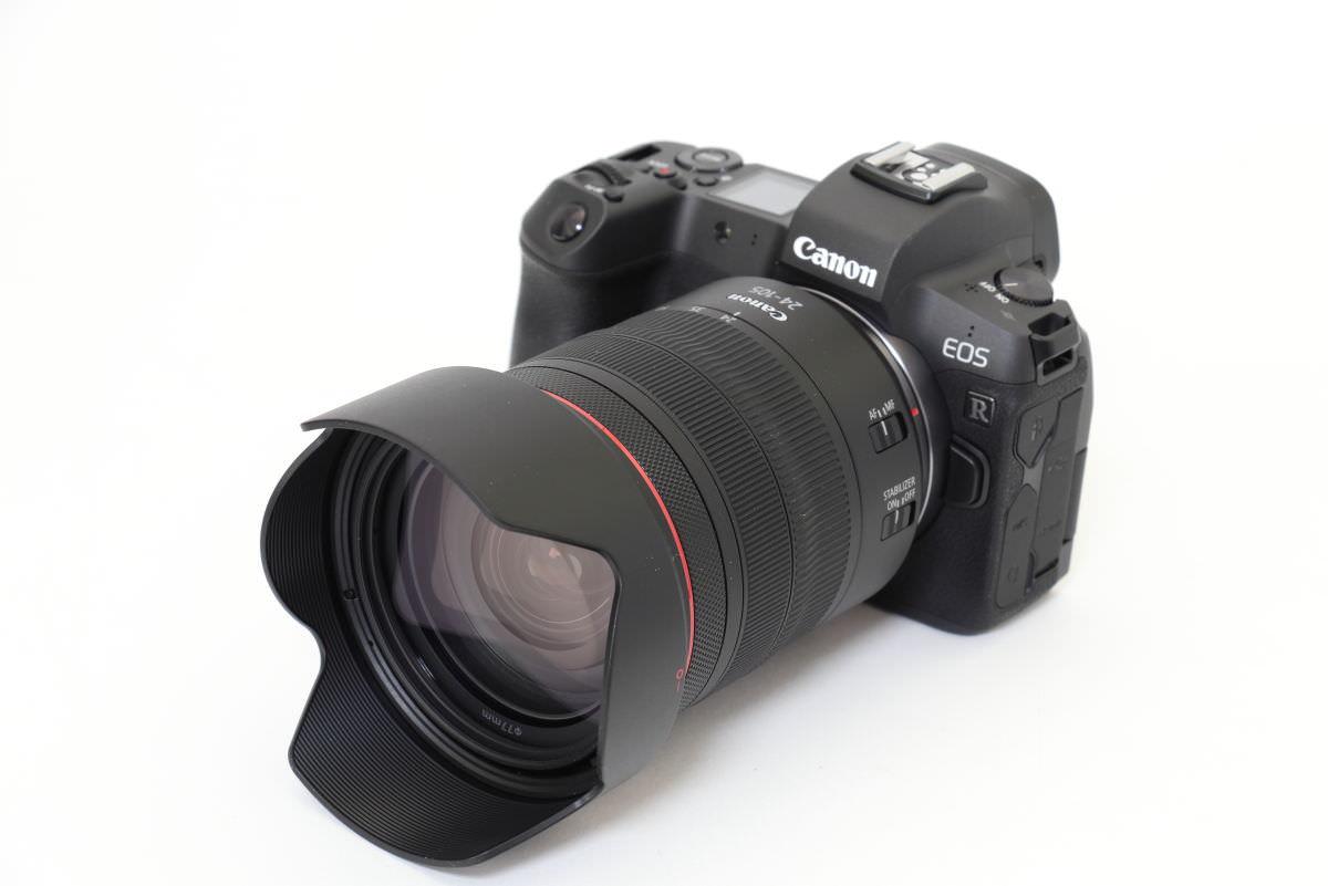 RF24-105mm F4 L IS USM 外観 レンズフード付き