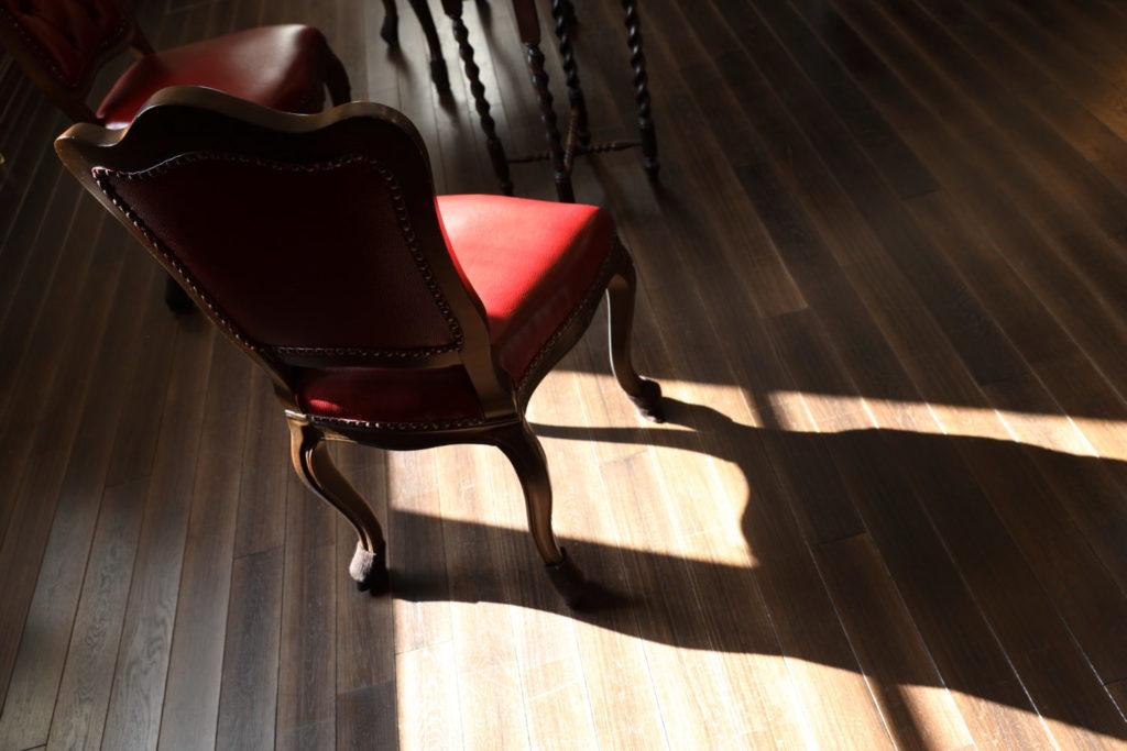 作例写真 椅子と影 キヤノンEOS R & RF24-70mm F2.8 L IS USM