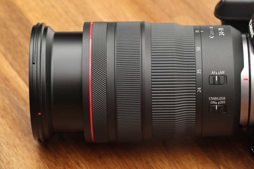 EOS RとRF24-70mm F2.8 L IS USMレンズ 外観
