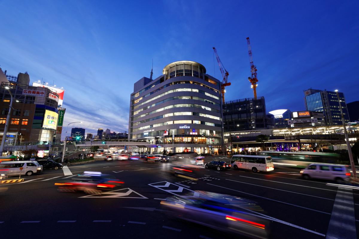 神戸三宮駅前の夜景 RF15-35mm F2.8 L IS USMの作例写真