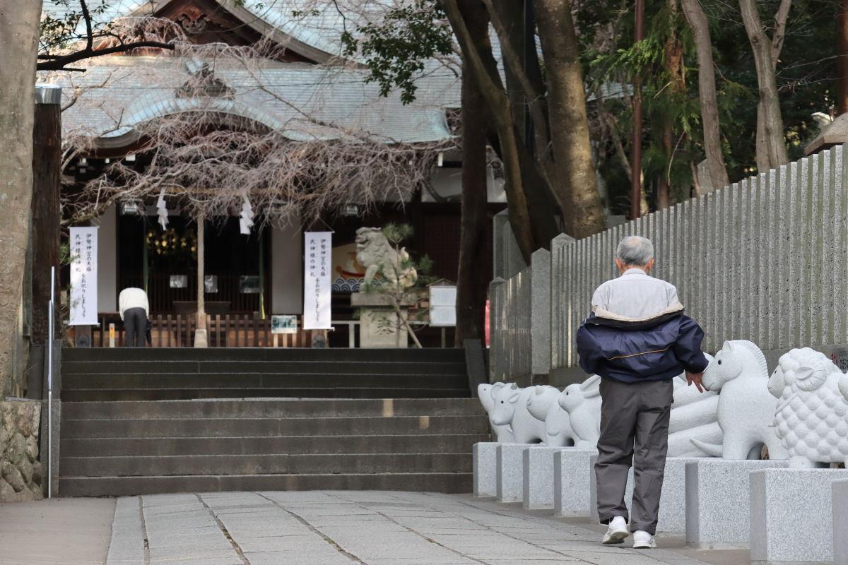 保久良神社の干支の像