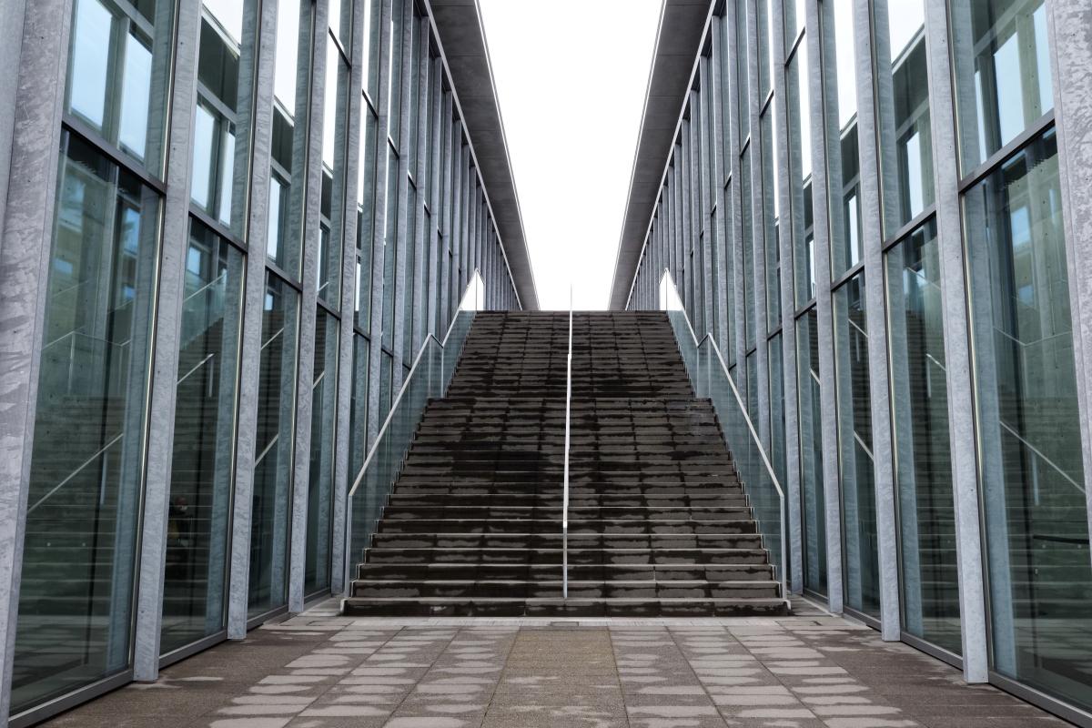兵庫県立美術館の階段