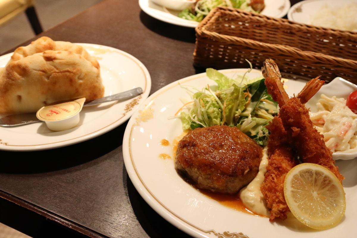 ユーハイムのランチ ハンバーグとエビフライ