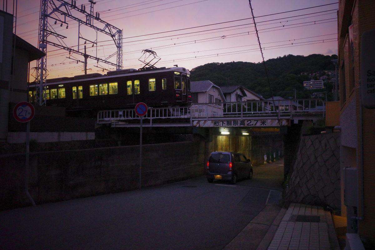 紫色の夕焼け 阪急電車 GR3 スナップ