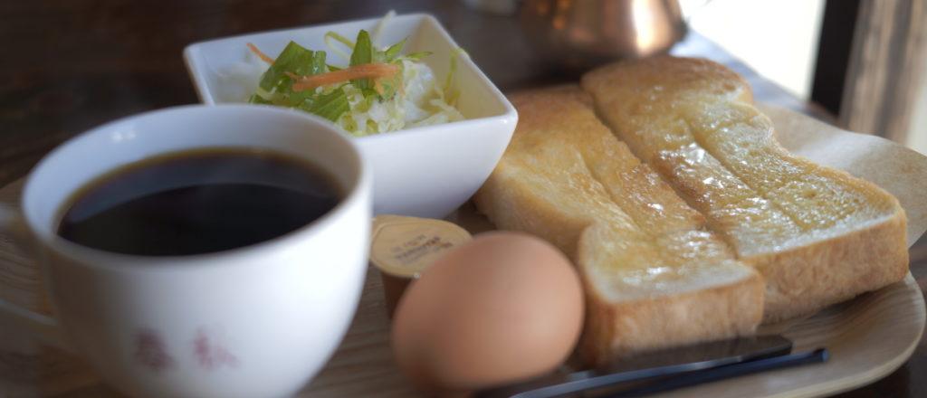 ポートレート SIGMA fp作例写真 カフェのモーニングセット