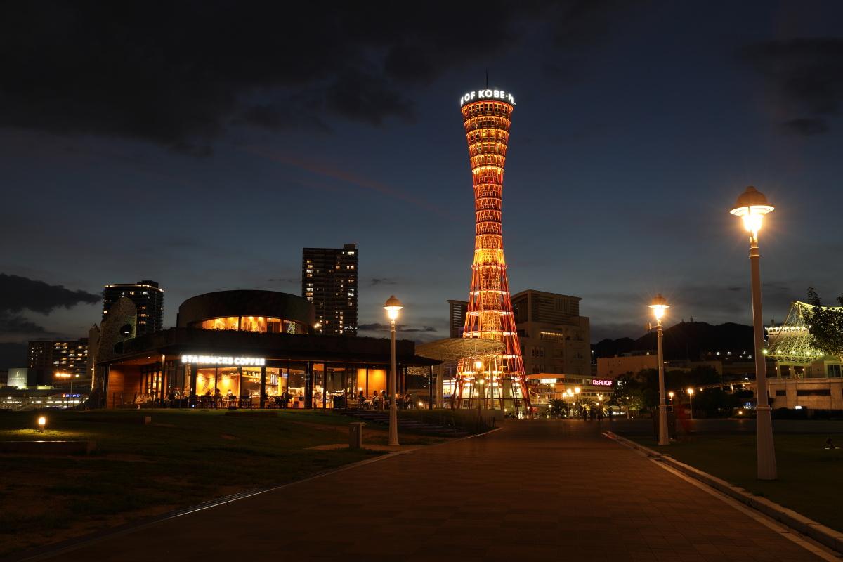 神戸メリケンパークと神戸ポートタワー