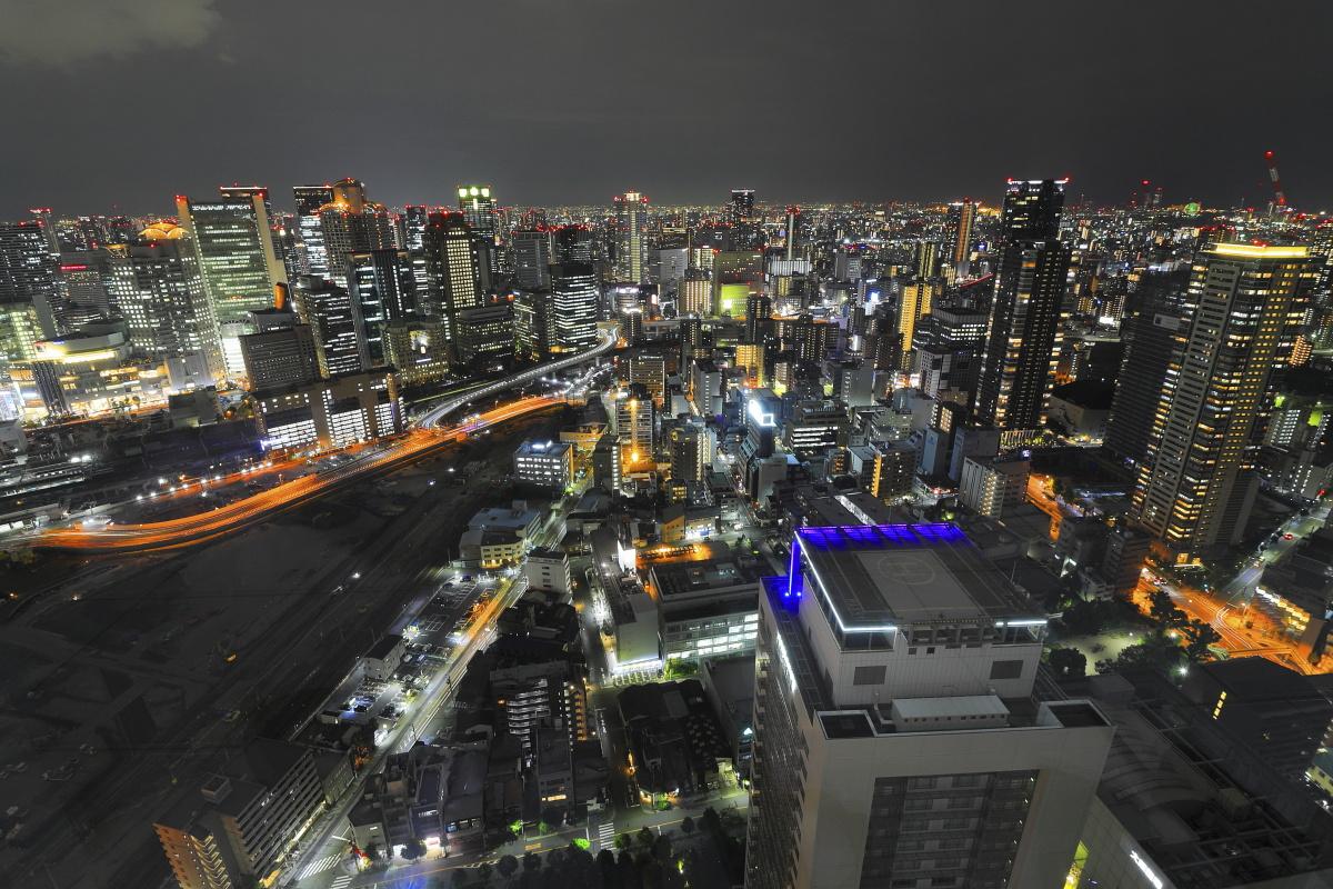梅田スカイビルの夜景 広角レンズ撮影