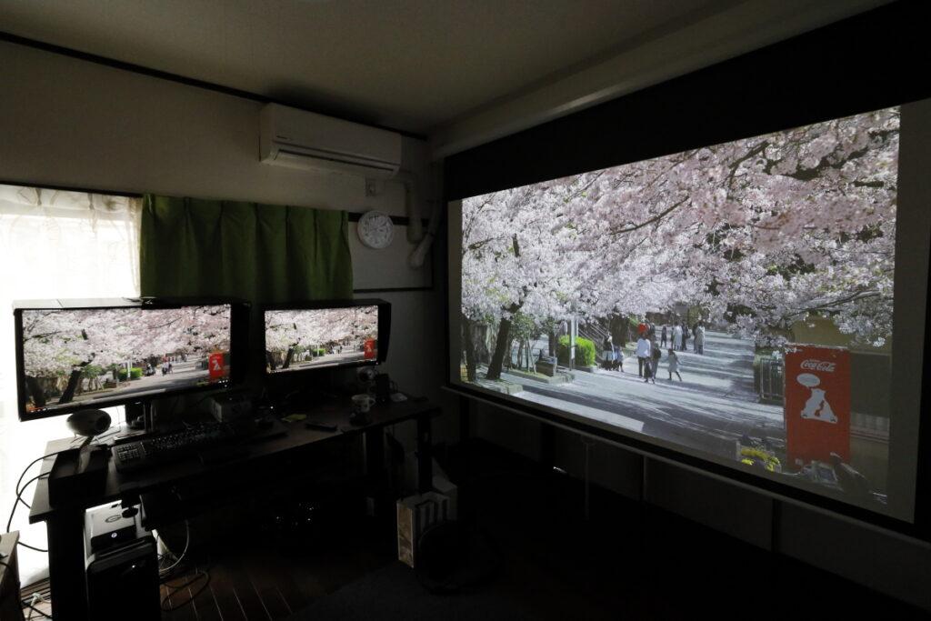 100インチスクリーンとモニターの大きさ比較