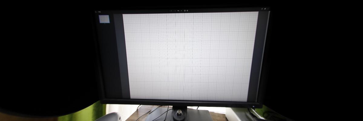 直線を重視で補正 方眼紙をモニターに映して魚眼レンズで撮影