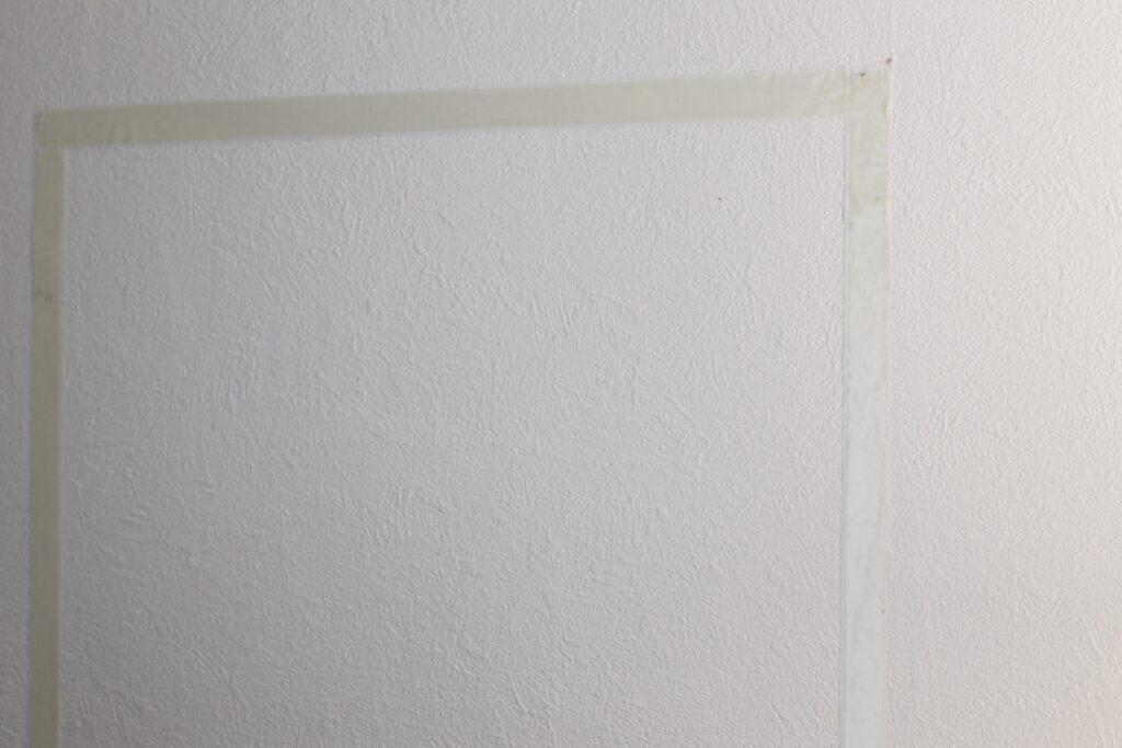 両面テープで写真を壁に飾れる