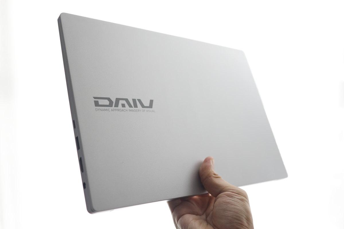 マウスコンピューター DAIV 4P 軽量・薄型だが丈夫なボディ