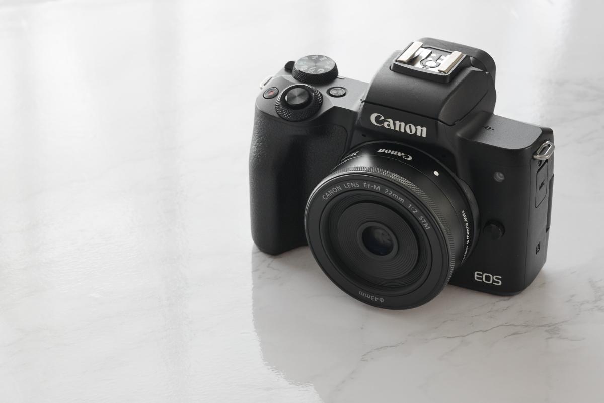 交換レンズEF-M22mm F2 STMとカメラEOS Kiss M キヤノン