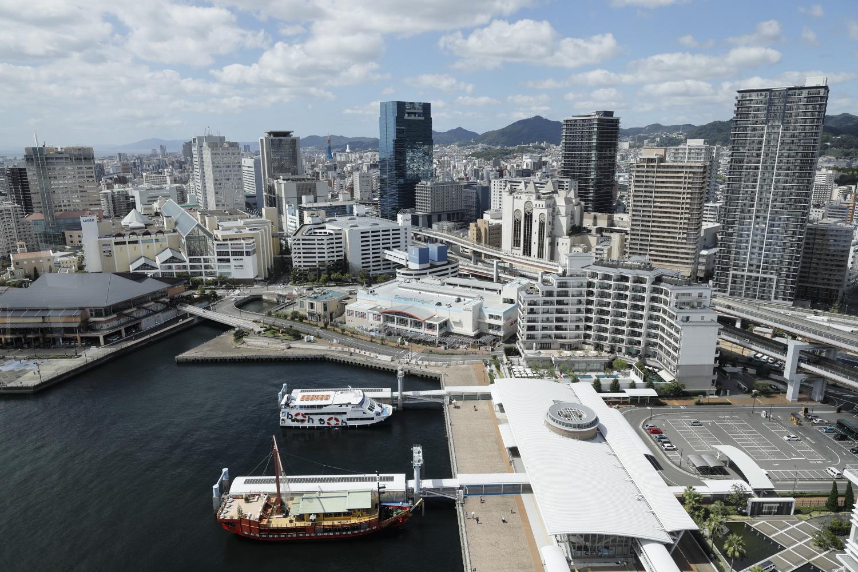 神戸ポートタワーの展望フロアからの眺め