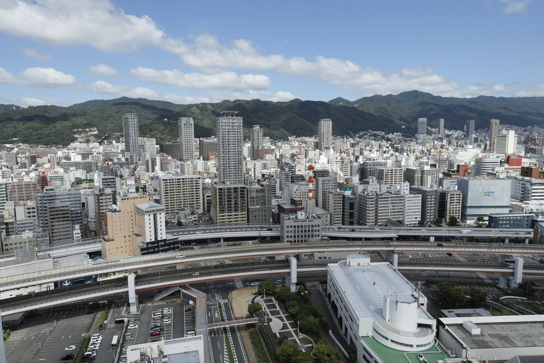 神戸ポートタワーの展望フロアからの眺め 山側