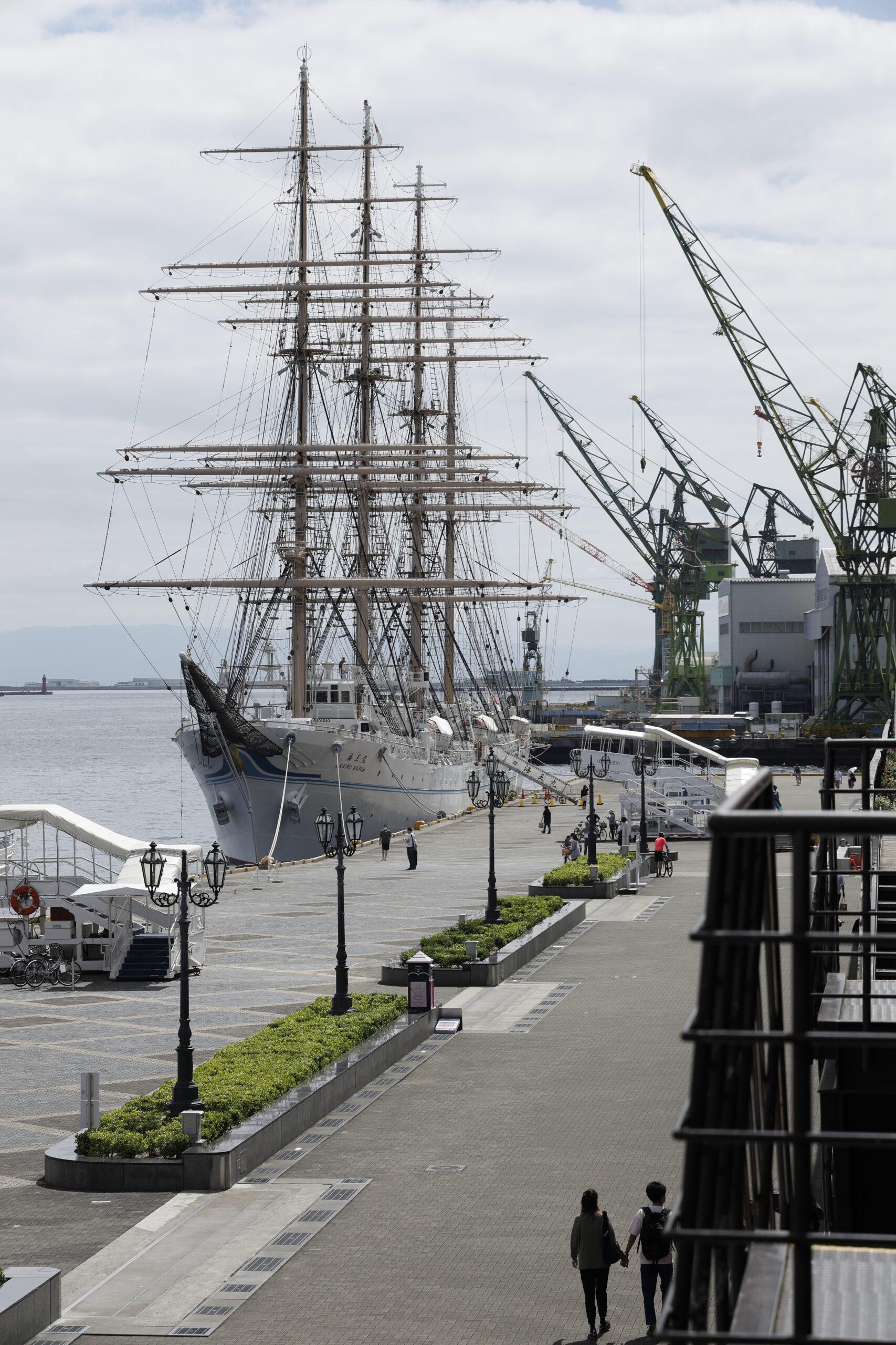 神戸港 帆船 海王丸が停泊