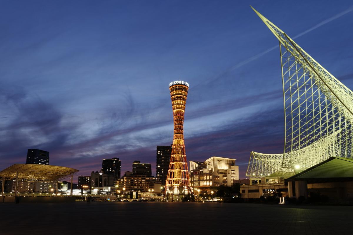 ポートタワーの見えるメリケンパークの夜景