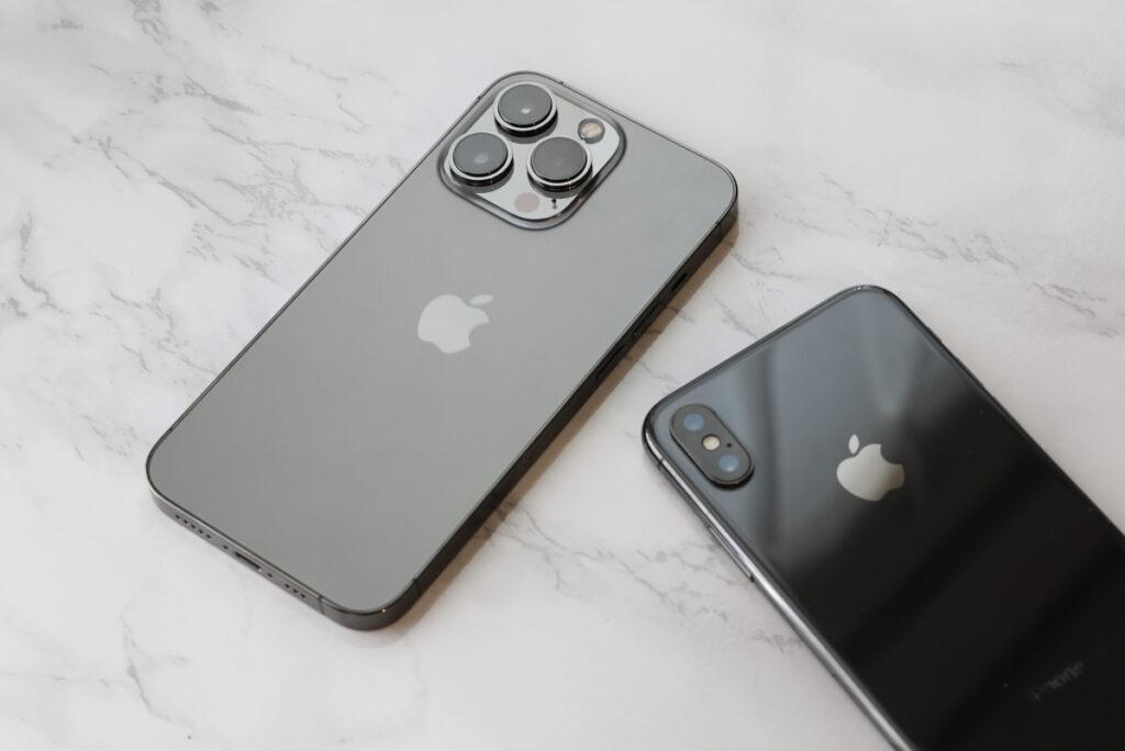 アップルのスマホ iPhone 13 ProとiPhone X